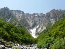みなかみのシンボル谷川岳・一ノ倉沢は日本3大岩壁の一つ。手つかずの自然を楽しめるハイキングコースとしても人気。